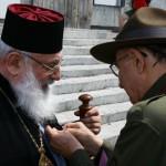 Начальний Пластун вручає Орден