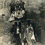 Василь Белей друзями (в центрі сидить). Великий Бичків, 1940 рр.