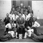 Вчитель Дмитро Остапчук з пластунами, Страбичово, Закарпаття, 1933-1935