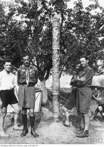 Краківські гарцежи у своєму таборі під час Словянського скаутського джемборі у Празі, липень 1931