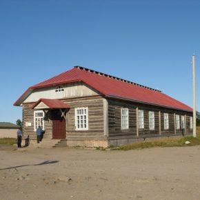 Стандартний лагерний барак, збудований в'язнями.