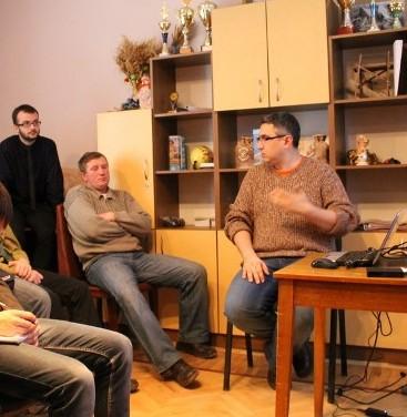 Вахтанг Кіпіані читає гутірку про блогосферу для тернопільських пластунів