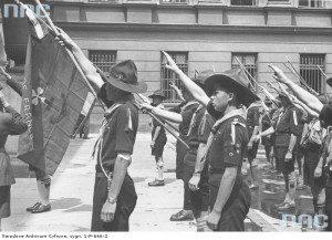 Французькі скаути віддають шану біля Могили невідомого вояка у Варшаві, серпень 1938-го