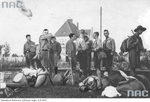 Німецькі скаути та українські пластуни на станції у Брошнові