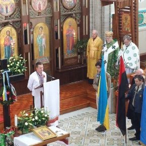 Українська громада в Мельборні разом з пластунами, вшанували пам'ять українських героїв