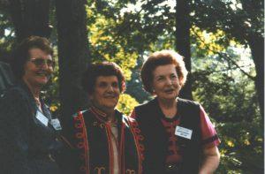 кілька засновниць Лісових Мавок - зліва подруга Леся Кисілевська-Ткач, подруга Ярослава Слиж-Панчук і подруга Наталка Даниленко, 1997