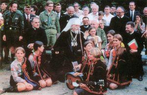 Очільник УГКЦ, кардинал Йосип Сліпий із пластунами під час їх таборування, Іст Четгем, Вовча тропа, 7 серпня 1968
