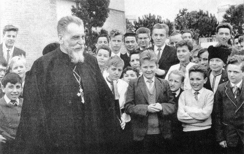 Йосип Сліпий та учні малої семінарії в Римі