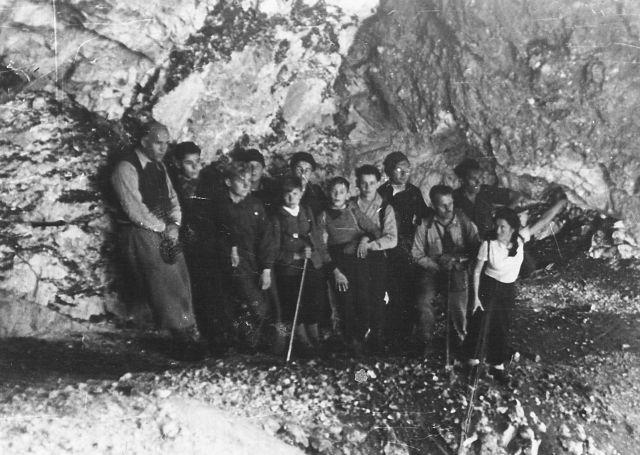 А. Гарасевич в Альпах (четвертий праворуч)