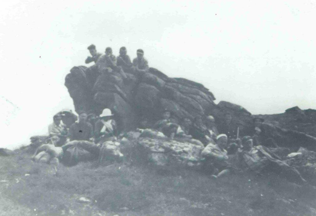Прогулька на горі Смотрець, сильний вітер і холодно, захмарилось, ми рушили на гору Піп Іван, по дорозі захопила нас буря, 1936