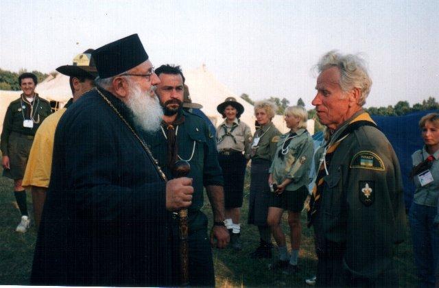 Єпископ УГКЦ Любомир Гузар вітає друга Степана, ЮМПЗ 2002, Свірж