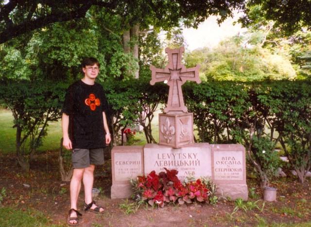 На могилі Северина Левицького, цвинтар Святого Хреста, Баффало, Ню Йорк