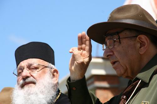 Кардинал Любомир Гузар і Начальний пластун Любомир Романків