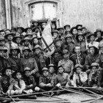 Пластуни Львова з першим пластовим прапором під час привітання през. Гувера, що був гостем Митрополита Андрея Шептицького, 1922 р.