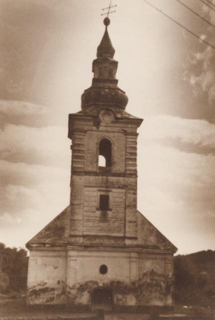 Стара церква в с. Боржавське, вхід залитий бетоном