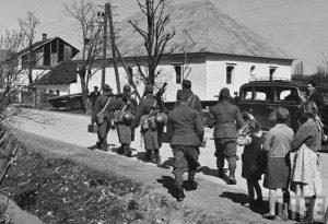Угорські вояки в с. Середнє, 1939