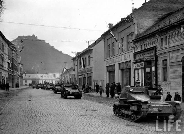 Угорські танкетки на вулицях Хусту – столиці окупованої Карпатської України, березень 1939 р.