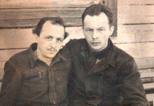 Зліва на право: Андрій Скрипка, Іван Мирон, табірне фото