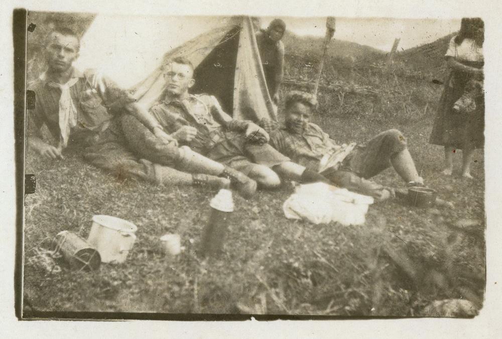 Пластуни на відпочинку, зліва Михайло Белей, місцевість невідома,1930 рр.