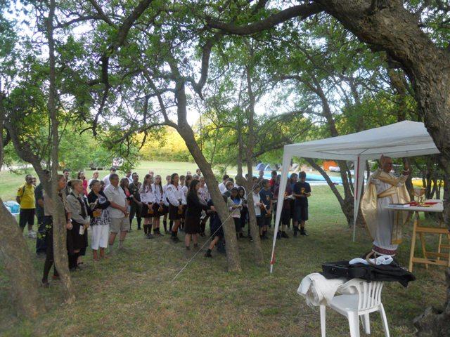 о. д-р Люїс Глинка відвідав табори та відправив Богослуження на Свят-вечір