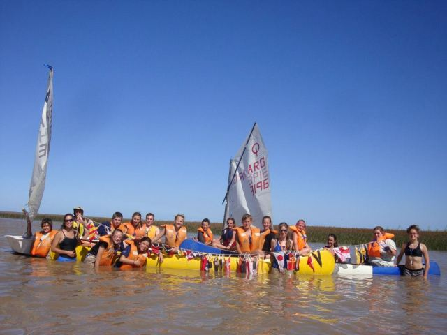Учасники та провід юнацького табору на р. Ріо-де-ла-Плата