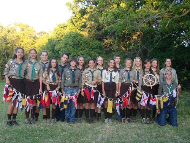 Спільне фото учасників та проводу юнацького табору