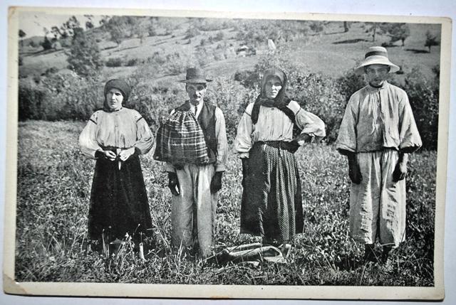 """Листівка з пластового табору, 1937 - """"Одяг з Тячева"""""""