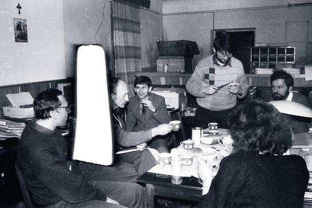 Петро Содоль в Тернопільській станиці. На передньому плані - Олесь Рокіцький, Оксана Куриш (спиною)