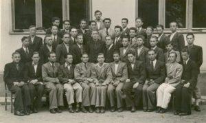 Учні 7-Б класу Хустської гімназії (1940-1941 н.р.). У першому ряду по центру - Василь Маркусь