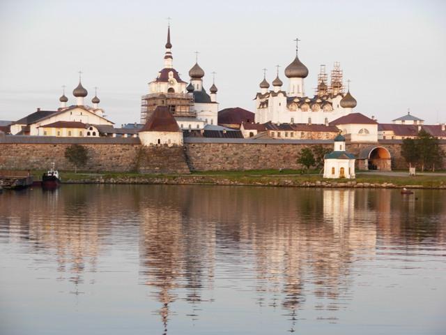 Соловецький кремль (кремль — укріплення, фортеця) після повернення до нього монастиря, Великий Соловецький острів, 2009 р.