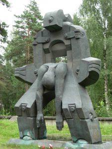 Молох тоталітаризму - пам'ятний знак біля входу на Левашовське меморіальне кладовище