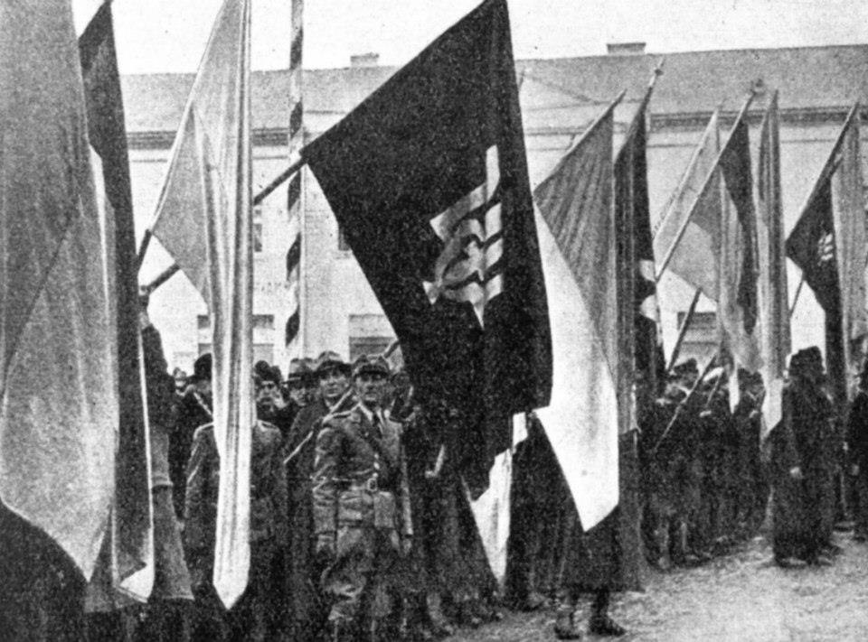 Відділи Карпатської Січі на святі Злуки. 22 січня 1939 року. В першій лаві Роман Шухевич - Щука