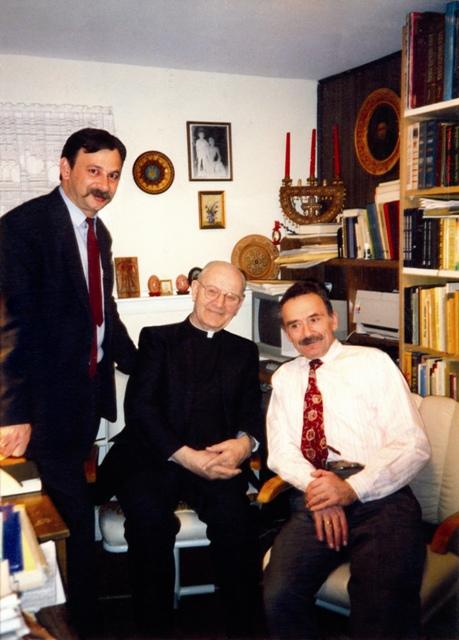 Іван Ребрик та Петро Часто у помешканні Зореслава, США