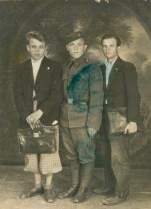 Іван Ірлявський (ліворуч), 1937