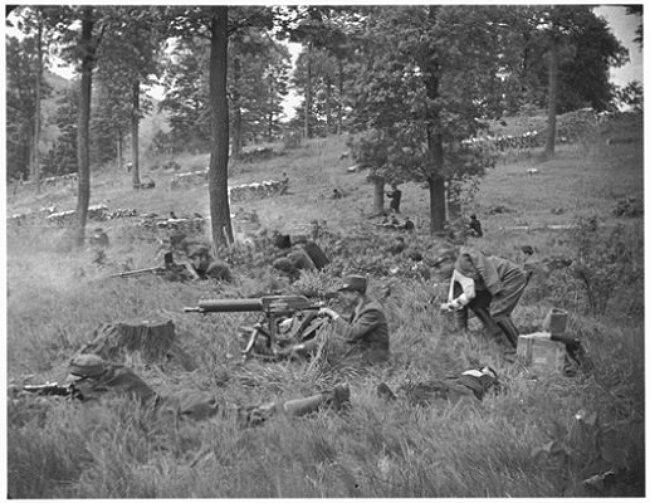 Реконструкція. Чота січовиків під час бою на оборонних позиціях. Квітень 1939 р. Словаччина