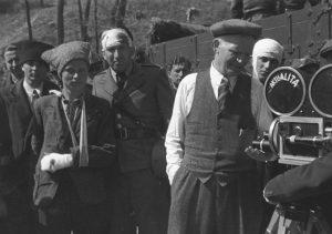 Каленик Лисюк біля кінокамери з січовиками - учасниками реконструкції. Квітень 1939 р. Словаччина