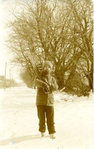 Іван Боберський з біговими лижами (Вінніпег, Манітоба, Канада, 1932)