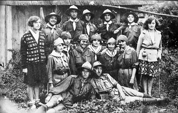 Пластунки жіночого куреня в Тисмениці. Кінець 1920-х