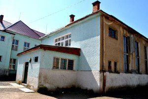 В будівлі школи №1, де проводився показ фільму, у березні-квітні 1939 були жорстоко катовані січовики Карпатської України. На сьогоднішній день це місце використовується як шкільний спортзал.