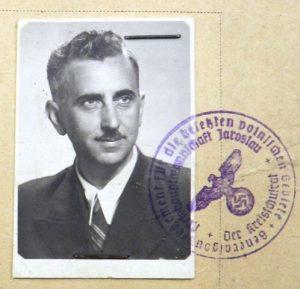 Фото Бачинського з посвідчення перебування в таборах в Німеччині, 1941-1944