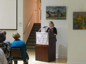 Тамара Ганкевич відкриває презентацію фільму в Українському національному музеї в Чикаґо