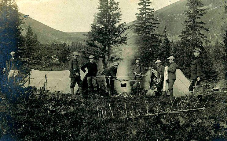 Стрілецькі вправи та походи перших пластунів з Іваном Чмолою в Карпатах в липні 1913 р.