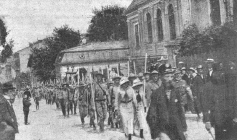 Пластуни у здвиговому поході 1914