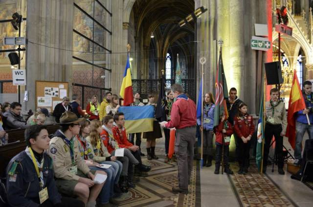 Українські пластуни у Відні під час передачі Вифлеємського Вогню