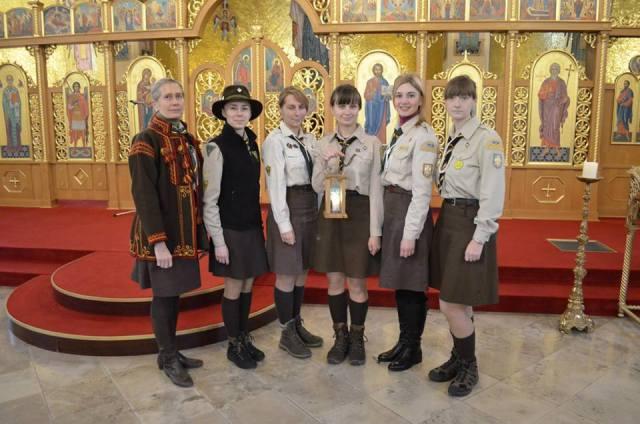 Українські пластуни у Мюнхені під час передачі Вифлеємського Вогню