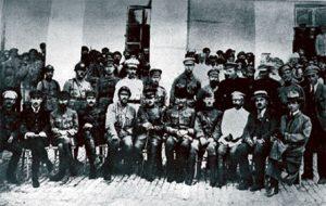 Військова місія штабу Східного фронту Армії УНР з британськими та французькими союзниками. Константинополь, серпень 1919 р. Василь Тютюнник в першому ряді, 6 зліва