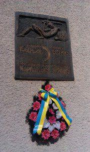 Одна з перших меморіальних дошок, відкритих у пам`ять Карпатської України, 1991