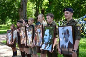 """Родичі загиблих пластунів отримали відзнаки """"Залізного пластового хреста"""""""