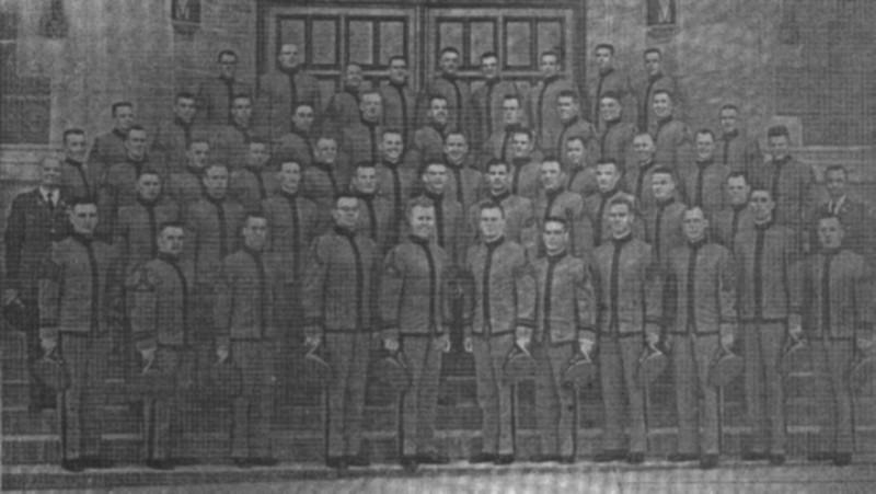 Кадети Військової академії у Вест Пойнт, які в 1959 році стали офіцерами-танкістами: перший від права у першій лаві - Микола Кравців.