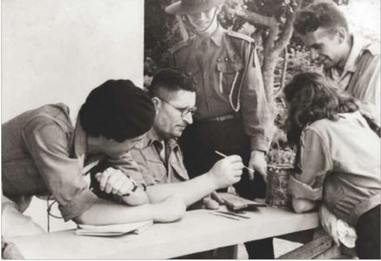 Павло Клим з пластунами на таборі в Арґентині